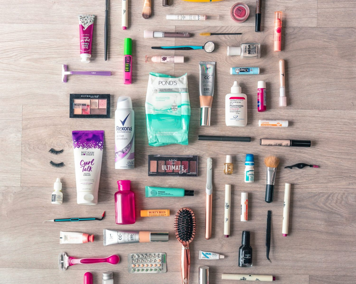 flat-lay-photography-of-beauty-products-3993398